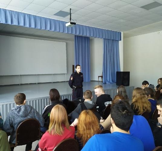 Беседа сотрудника полиции со студентами Малиновского филиала АКТСХ